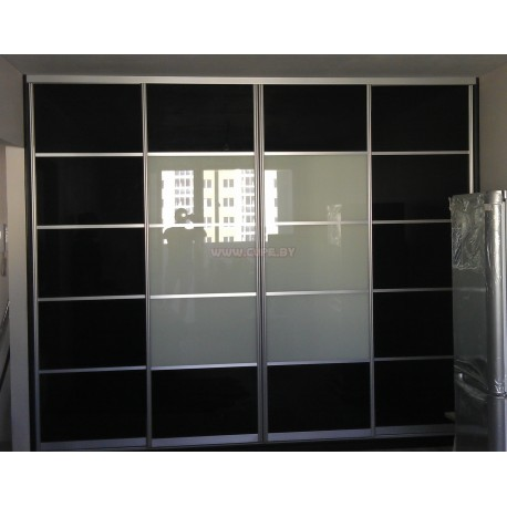 Шкаф-купе с черным и белым лакобелем