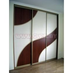 Шкаф купе с комбинированными дверями.