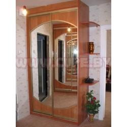 Шкаф с фигурным зеркалом