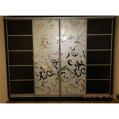 Шкаф купе на четыре двери с пескоструйным рисунком