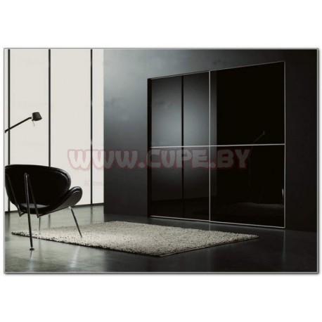 Чёрный шкаф-купе с глянцевым стеклом