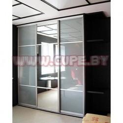 Шкаф-купе с лакоматом и зеркалом на 3 двери