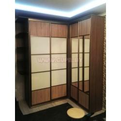 Угловой шкаф-купе на 4 двери для спальни