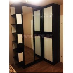 Угловой шкаф-купе с зеркалом и лакобелем