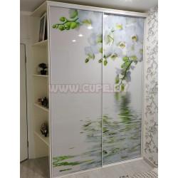 Белый шкаф-купе с орхидеей