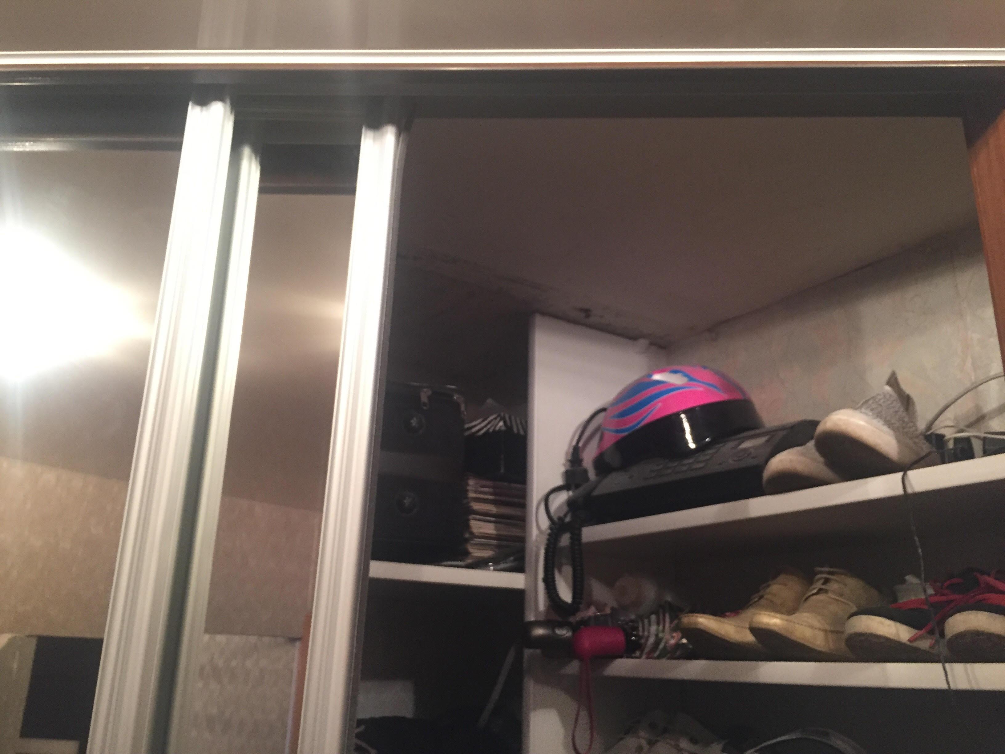 Шкаф-купе с цоколем под натяжной потолок